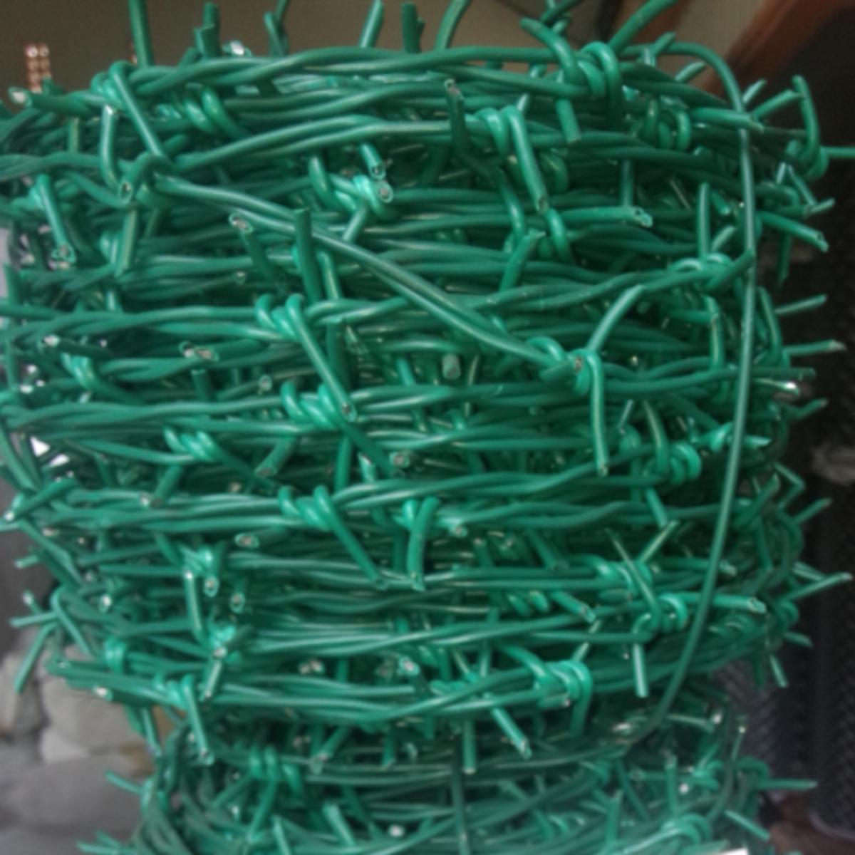 barbed-wire-pvc-hijau